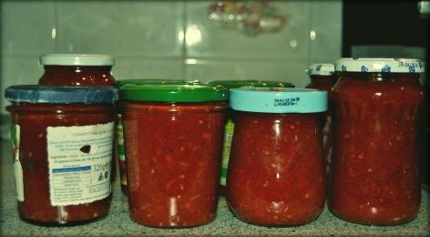 Vasetti di salsa di pomodoro