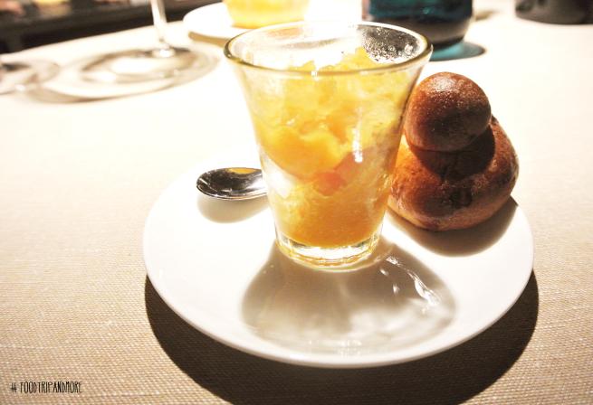 Granita di albicocche con brioche siciliana | Foodtripandmore
